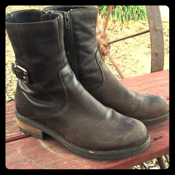 f7e518db921 La Canadienne Shoes - La Canadienne Camilla Brown Smooth Nubuck Bootie